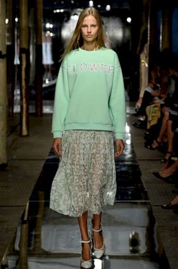 Модные женские свитшоты: с чем носить, как сочетать?