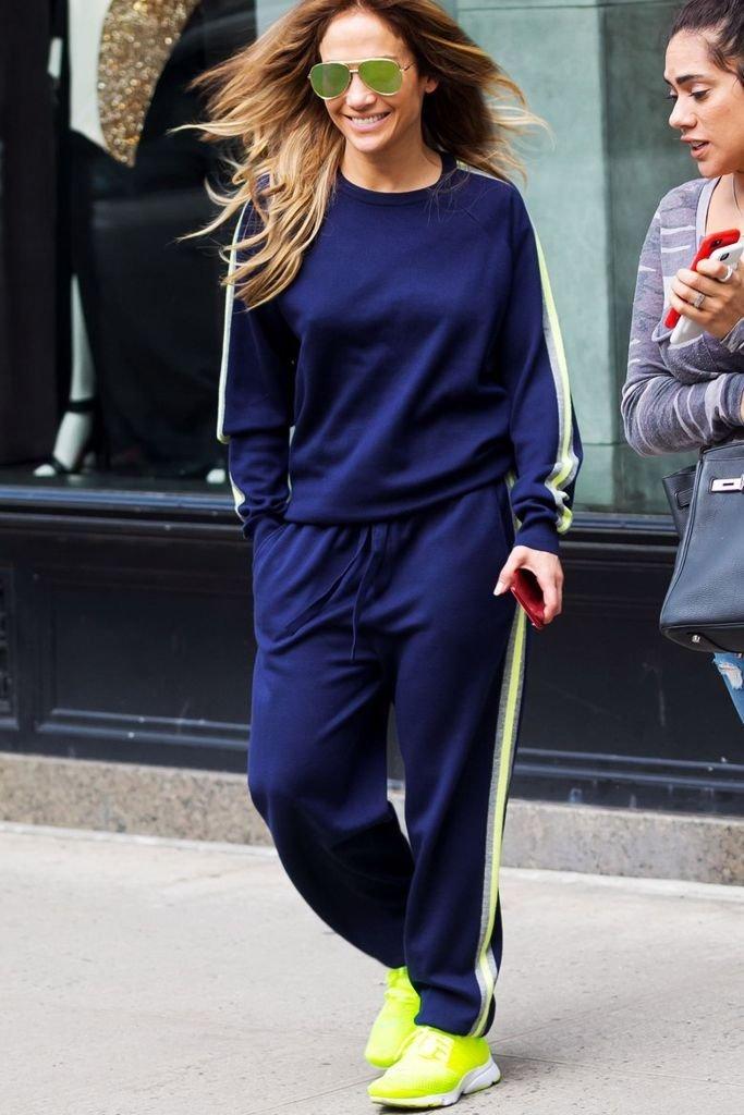 Как и с чем носить брюки с лампасами: модные советы